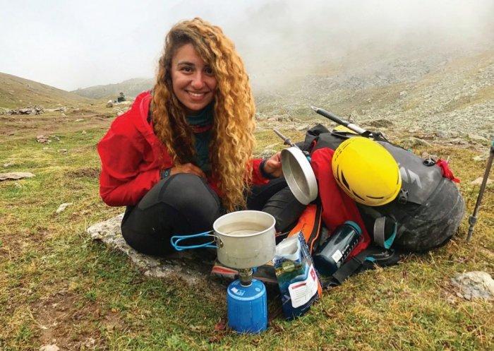 محاور المشاهير عدنان الكاتب يحاور أول لبنانية وعربية تصل الى قمة أعلى بركان ناشط